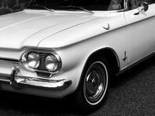 Weiße Amerikanische Heckmotor...
