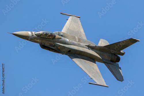 Fototapeta Szybki latający myśliwiec wojskowy odrzutowiec