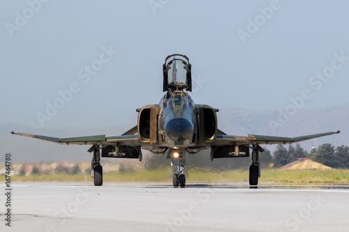 Fototapeta Wojskowego myśliwca samolotu frontowy widok