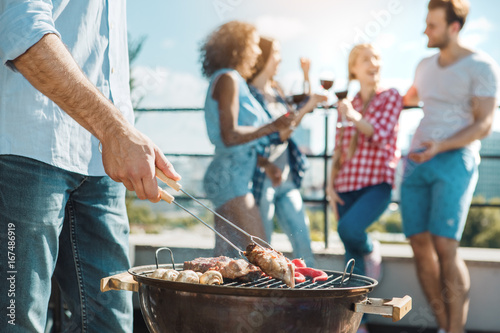 Photo sur Toile Grill, Barbecue Group of friends having barbecue party on the roof