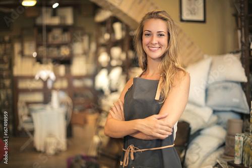 Obraz Smiling shop assistant - fototapety do salonu