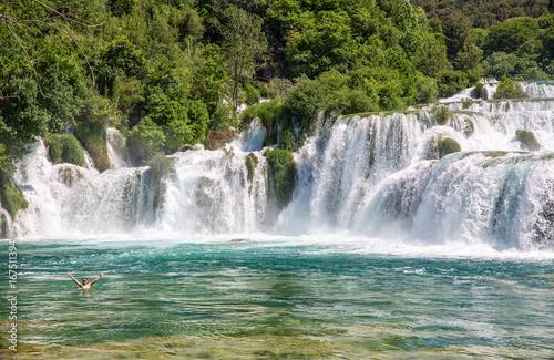 Recess Fitting Waterfalls Wasserfall mit badender Person im Naturparadies Krka