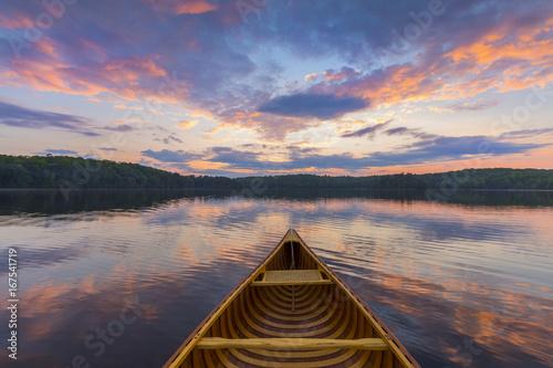 Papel de parede Bow of a cedar canoe on a lake at sunset - Ontario, Canada