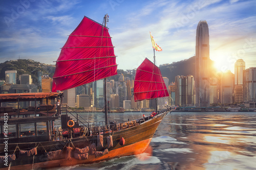 Photo  Vintage sail boat fron victoria port to Hongkong harbour
