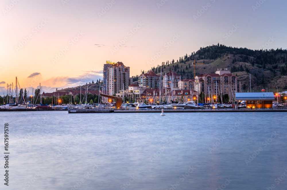 Fototapety, obrazy: Kelowna Skyline and Waterfront at Sunset. BC, Canada