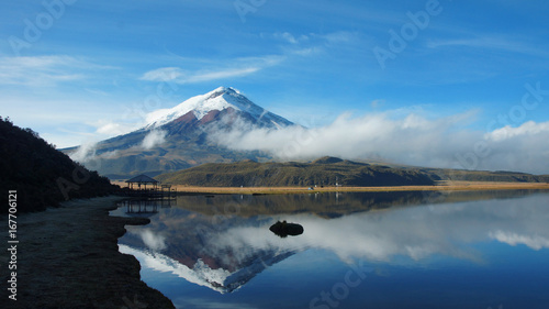 Spoed Fotobehang Reflectie Cotopaxi volcano reflected in the water of Limpiopungo lagoon on a cloudy morning - Ecuador