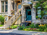 Fototapeta Na drzwi - Typical Montreal neighborhood street with staircases