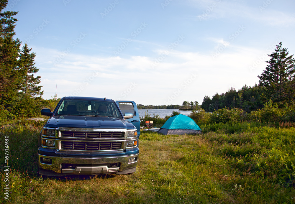 Fototapety, obrazy: a pickup truck on a campsite