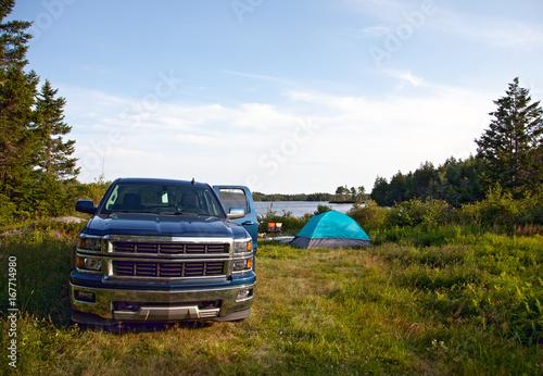 Obraz a pickup truck on a campsite - fototapety do salonu