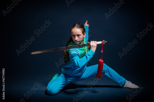 Fotografia  Girl in a blue wear engaged wushu