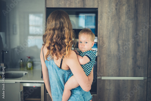 Photo  Mother with baby in kitchen