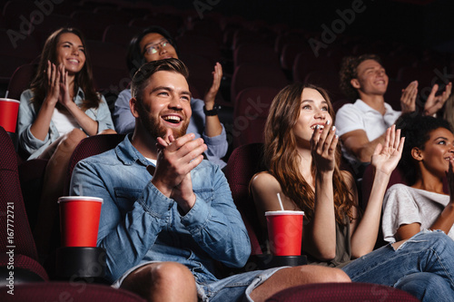 Happy smiling audience clapping hands Fototapeta
