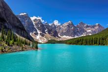 Moraine Lake, Banff, Alberta, ...