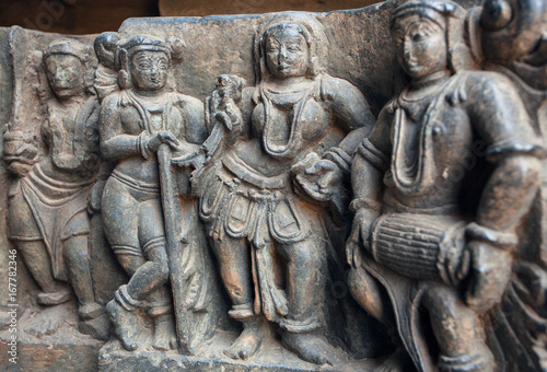 Papiers peints Artistique Old stone sculpture with drummer and people listening music. Relief of the 12th century Hoysaleshwara temple in Halebidu, India