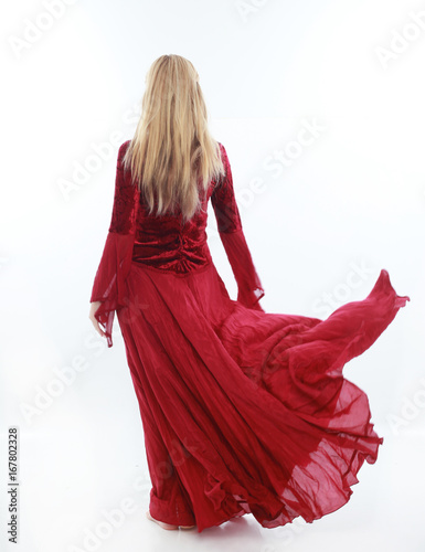 Foto  beautiful lady with long blonde hair wearing a red medieval fantasy gown