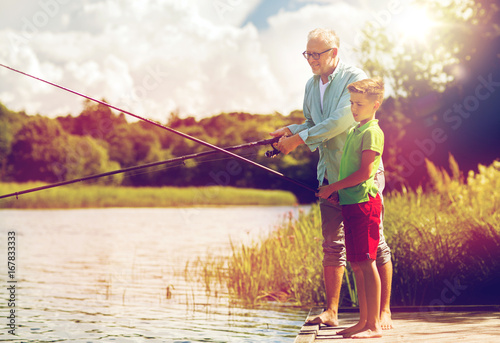 Cadres-photo bureau Peche grandfather and grandson fishing on river berth
