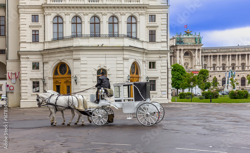 Old carriage touristic attraction in Vienna, Austria Canvas-taulu