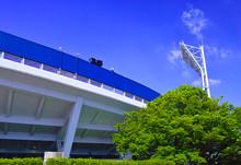 横浜公園内にある横浜スタジアム