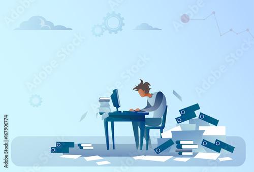 Fotografía  Business Man Working On Computer Overloaded Documents Paperwork Problem Concept