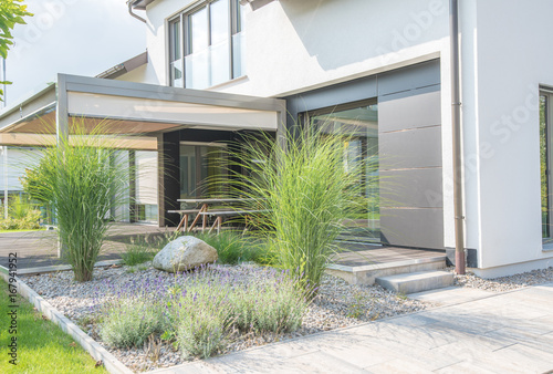 Fotobehang Tuin Moderne Außenanlagen mit Terrasse