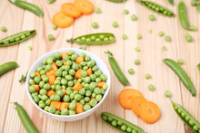 Green Peas And Carrots Sliced ...
