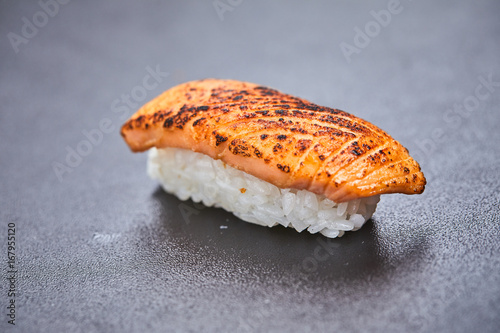 Photo  sushi on the black background