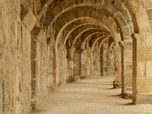 Arches of top floor of Aspendos coloseum Fototapet