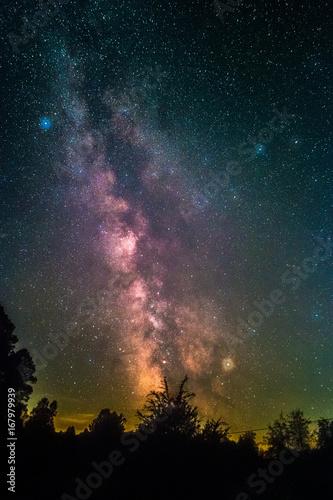 Zdjęcie XXL Droga Mleczna widziana z wioski Johanniskreuz w Lesie Palatynackim w Niemczech.