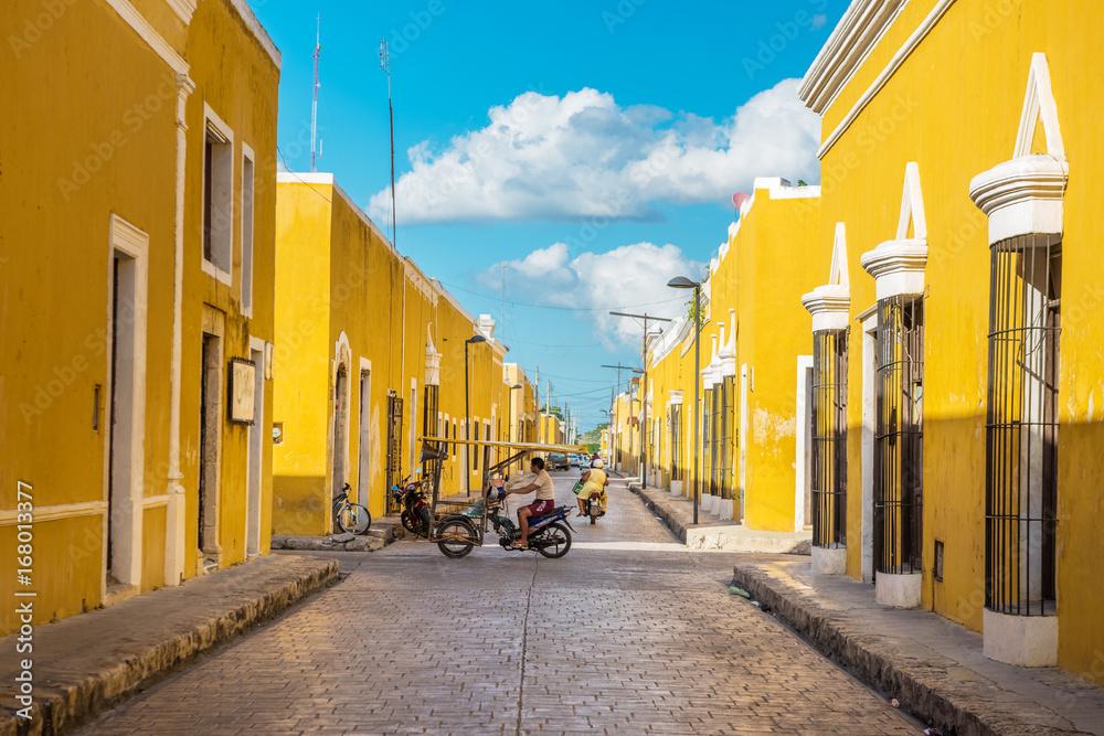 Fototapeta Izamal, the yellow colonial city of Yucatan, Mexico