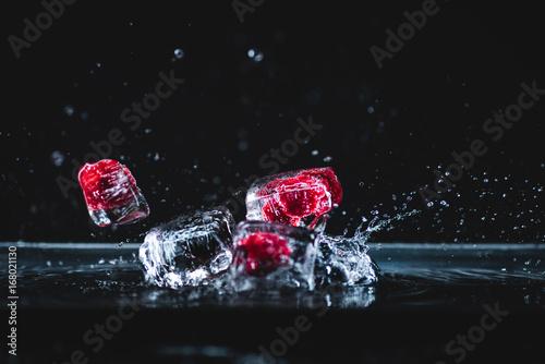 Poster Légumes frais frozen fruits in ice cubes