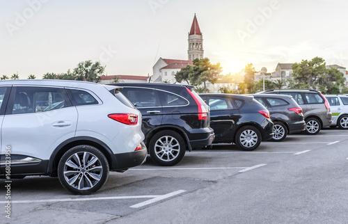 Obraz City parking at sunset. - fototapety do salonu