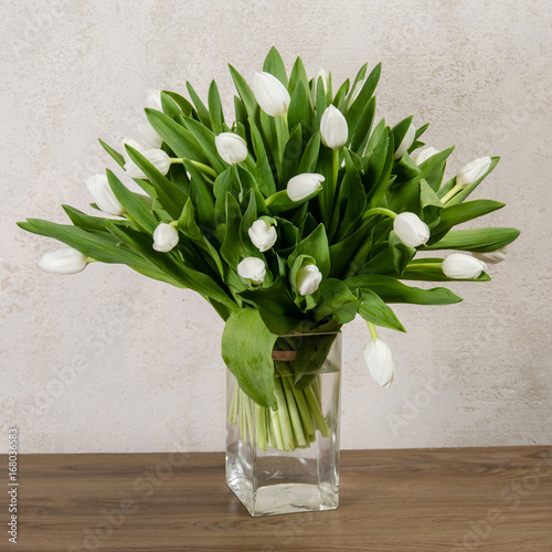 bouquet-of-white-tulips-in-a-glass