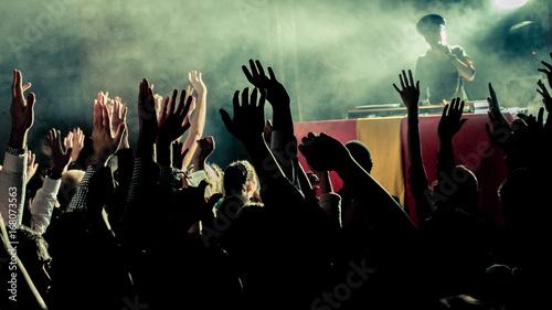Photo  mains en l'air