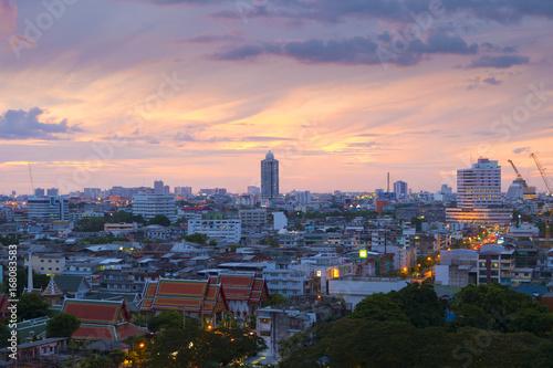 Photo  Bangkok (Thonburi side) skyline with sunset.