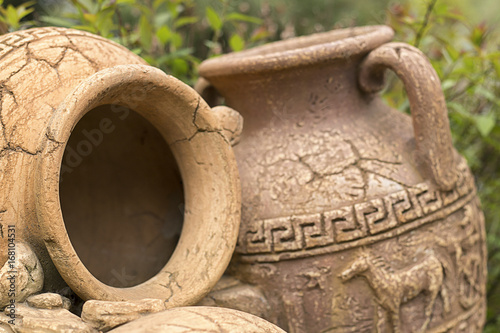 Photo Antique amphora in the garden