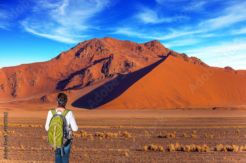 Keuken foto achterwand Marokko Woman in desert