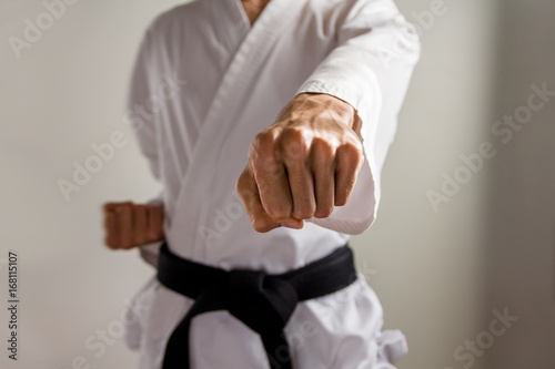 Obrazy Karate   karate-black-belt-demonstrating-an-oi-tsuki-forward-punch