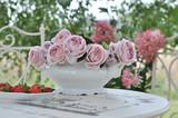 Fototapeta Kwiaty - Waza z różami