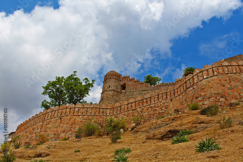 Papiers peints Fortification wall of Kumbhalgarh fort-second largest wall of the world