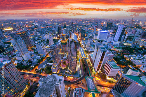 Cadres-photo bureau Batiment Urbain Bangkok business district aerial view skyline with sunset time.