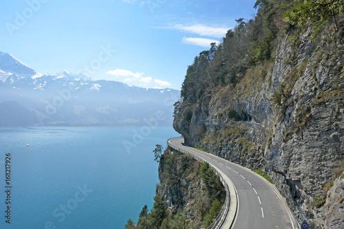 Fotografie, Obraz  Bergstrasse, Beatenbucht am Thunersee, Alpen, Schweiz