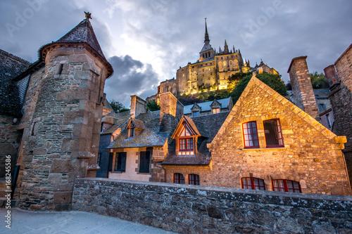 Fototapeta Chemin de ronde des remparts, Mont Saint Michel