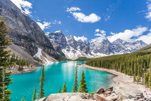 Valokuva  Moraine lake in banff national park, canadian rockies, canada / alberta / brtish