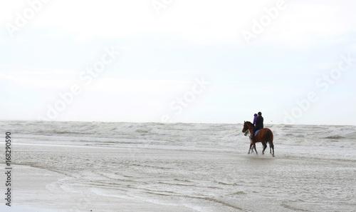 Tuinposter Paardrijden Reiten an der Nordsee