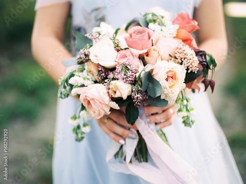 canvas print motiv - Мария Пастух : bouquet of flowers in brides hands
