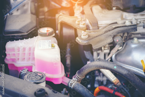 Fotografía  Close view of an engine water cooling system of a serviced car