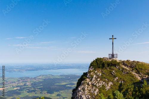 Foto auf AluDibond Himmelblau Summit cross at Mt. Hochfelln with Lake Chiemsee in background
