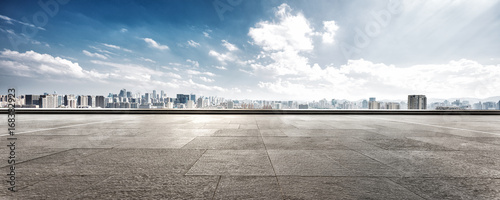 Papel de parede empty floor and cityscape of modern city against cloud sky