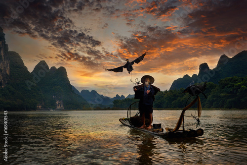 Poster Marron chocolat Fisherman and cormorant , Guangxi province, China