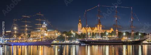 Plakat Dużych żaglowców nocą na haken tarasach w Szczecinie, Tall ship race 2017